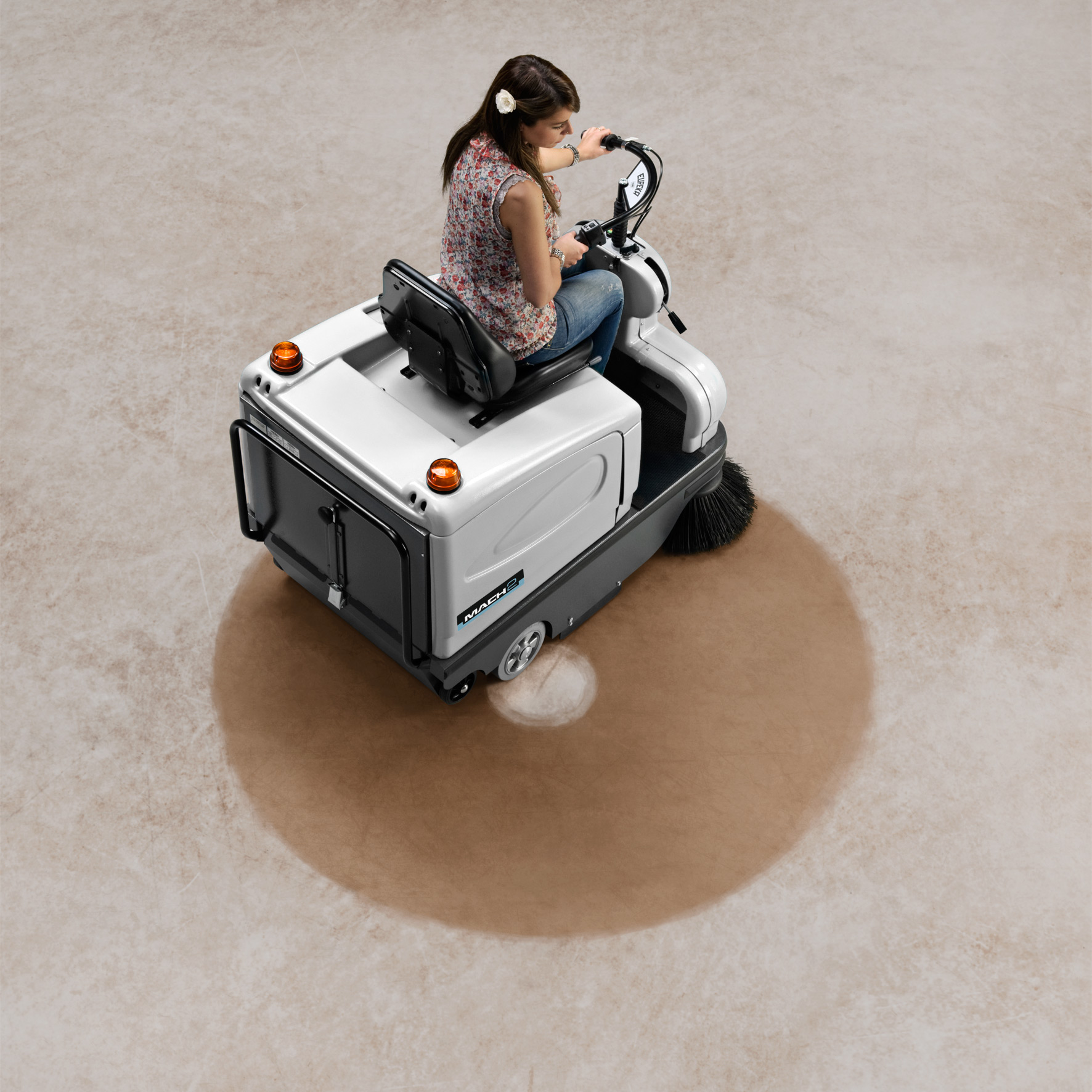 MACH 2 RIDE-ON SWEEPER AGILE AND MANAGEABLE