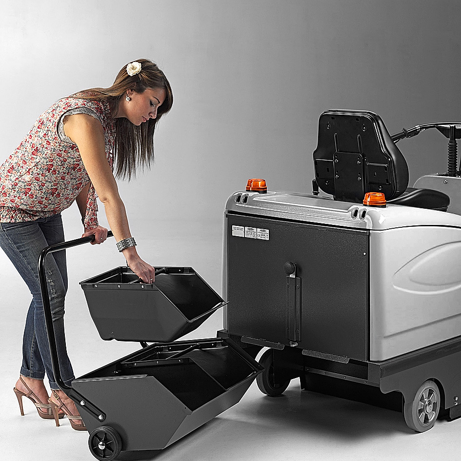 MACH 2 RIDE-ON SWEEPER EASY TO EMPTY