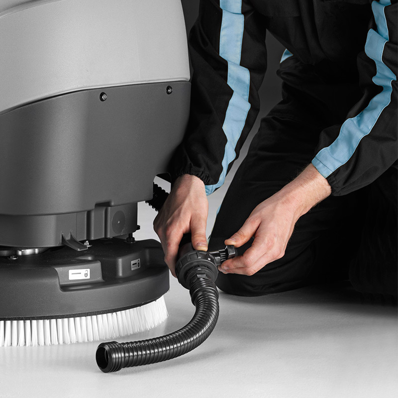 MACH M500 WALK-BEHIND SCRUBBER EASY TO EMPTY WITH FLEXIBLE HOSE AND CONTROL TAP