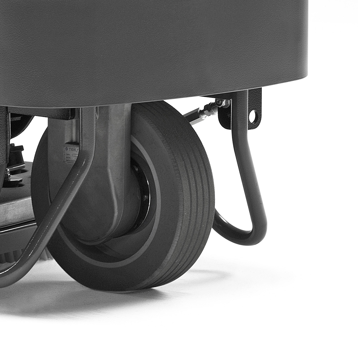 M850 RIDE-ON SCRUBBER REINFORCED FOR TOUGH ENVIRONMENTS