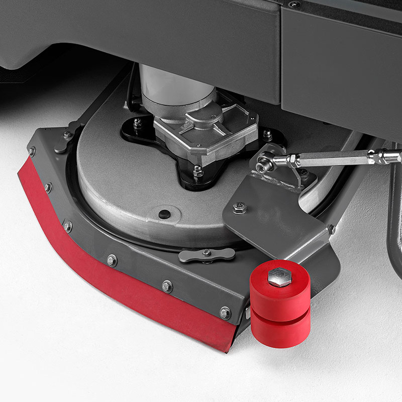 M850 FITTED WITH FLOATING SPLASH GUARD TO CONTAIN CLEANING SOLUTION FOR A PRECISE CLEAN