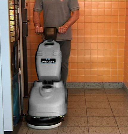 M360 COMPACT AND MANAGEABLE, CLEANS AND DRYS CORNERS