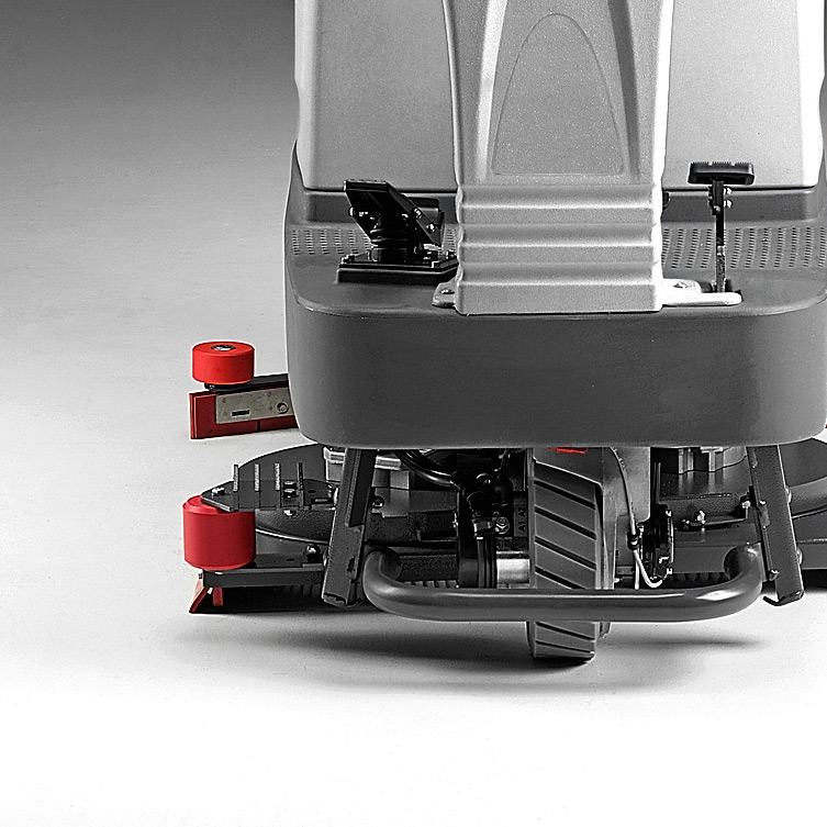 M650 RIDE-ON SCRUBBER REINFORCED FOR TOUGH ENVIRONMENTS